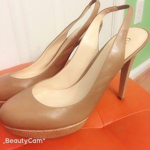Shoes - Beautiful brand new Guess shoe